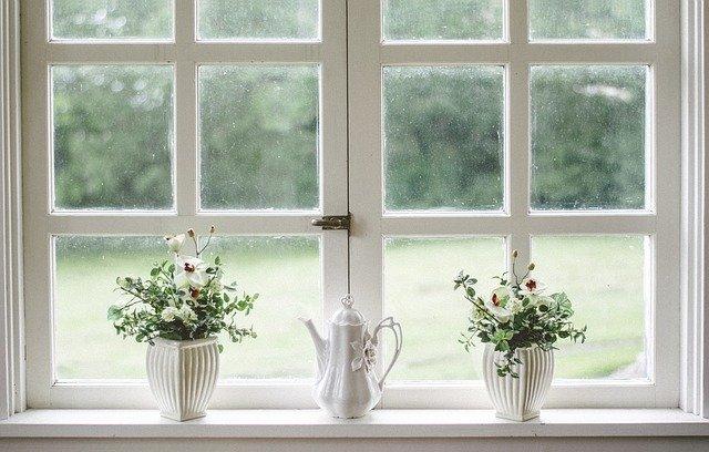 jak ozdobić okno bez firanki